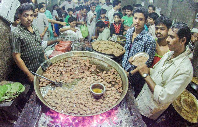 Good India Eid Al-Fitr Food - eid_4_071815115252  Photograph_806668 .jpg?Rbf9AMaljW6ZQzCBhMTdwzwnXot0Uo5L