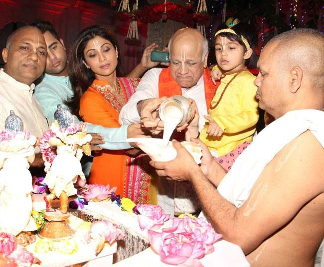 Shilpa Shetty and her father at a temple in Mumbai.