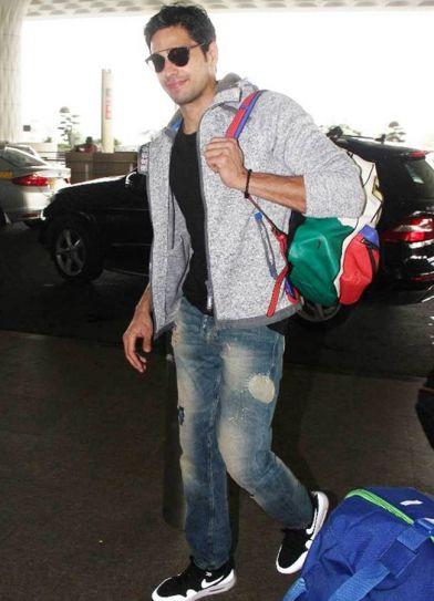 Sidharth Malhotra at Mumbai airport