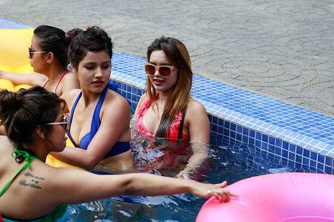 MTV Splitsvilla 8: The season 8 hosted by Rannvijay Singh and Sunny Leone, was one of the popular seasons of all time, because of their bisexual contestants - Karishma Talwar and Gaurav Arora. The theme of the season was - What Women Love. Interestingly,