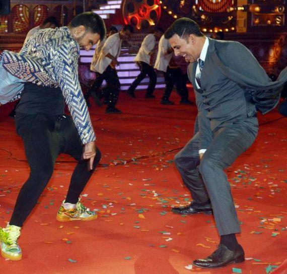 Ranveer Singh (L) and Akshay Kumar