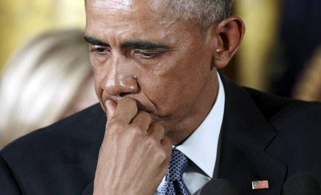 Emotional Obama unveils plan to cut gun violence
