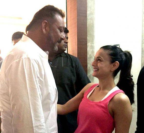 Ameesha Patel at Sanjay Dutt's residence in Mumbai