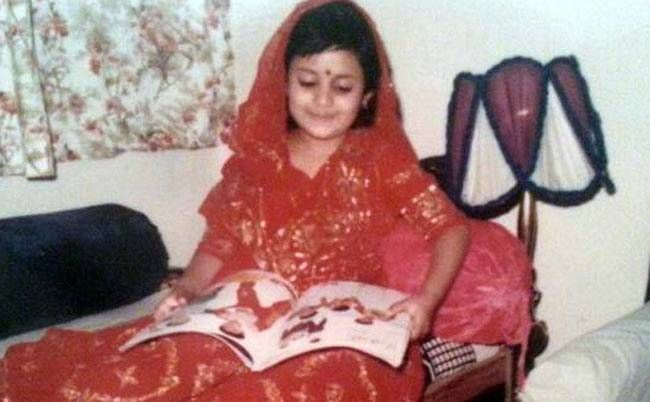 Looks like Divyanka Tripathi loved to dress up traditionally as a child also. In this pic, the little Divyanka looks happy posing for the camera in her red and gold lehenga. The actress, right now, is making waves with her portrayal as Ishita in Yeh Hai M