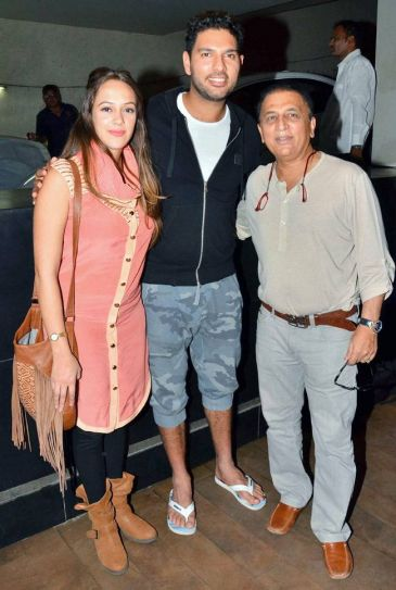 Hazel Keech, Yuvraj Singh and Sunil Gavaskar at Neerja screening