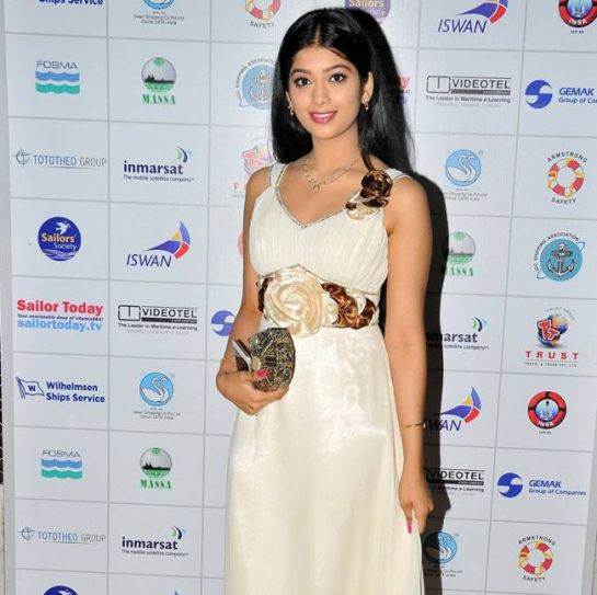 Digangana Suryavanshi looks royal in a this beautiful cream-coloured outfit.