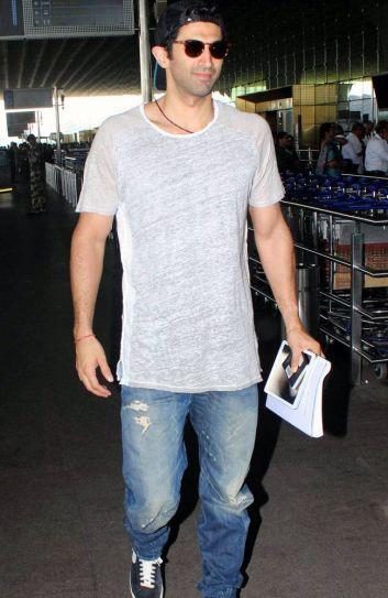 Aditya Roy Kapur at the Mumbai Airport