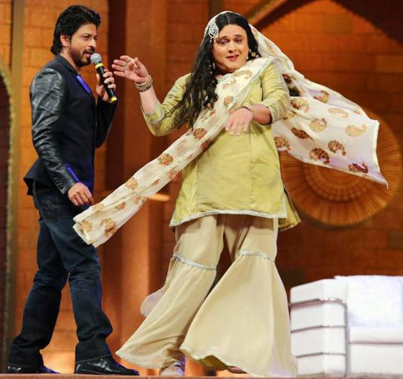 SRK sings for Ali Asgar.