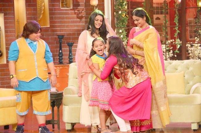 Chakor greets her sister Imli aka Tasheen Shah.