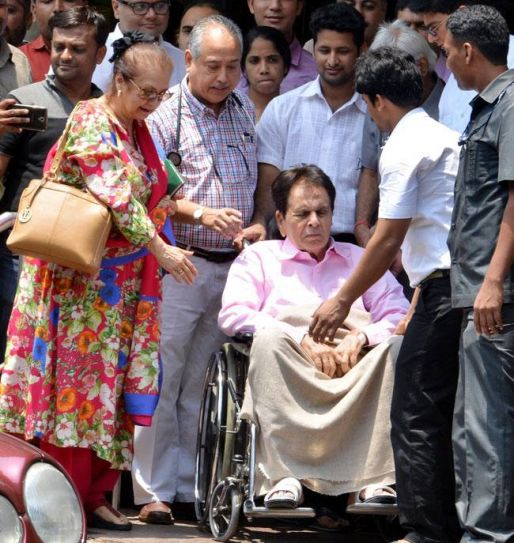 Dilip Kumar and Saira Banu outside Lilavati Hospital
