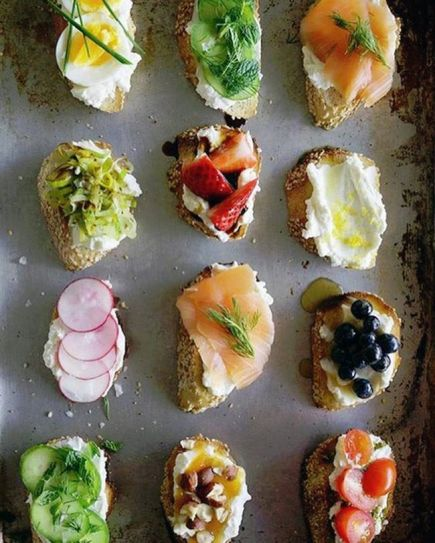 You can top your toast with everything from boiled eggs, cured salmon and berries to kiwis, cucumbers and cherry tomatoes.