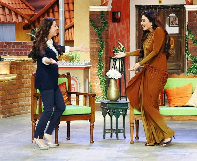 Juhi and Tabu are excited to see each other.