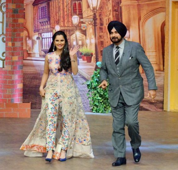 The tennis star looked graceful as she posed with Navjot Singh Sidhu.