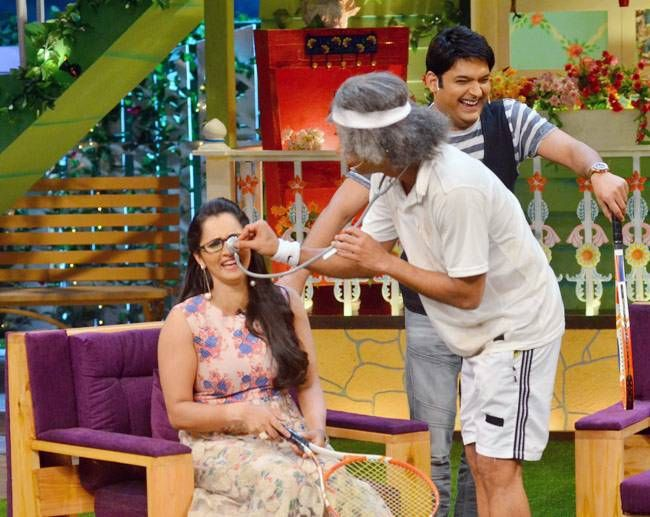 Dr Mashoor Gulati aka Sunil Grover getting 'nosey' with Sania.