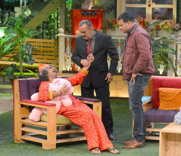 ACP Pradyuman aka Shivaji Satam checking the pulse of Dr Mashoor Gulati?
