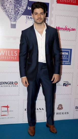 Celebrities at Lonely Planet Magazine India Travel Awards 2016.