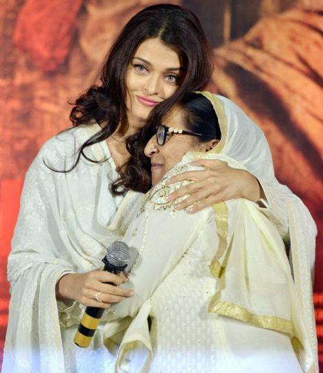 Aishwarya Rai Bachchan with Dalbir Kaur