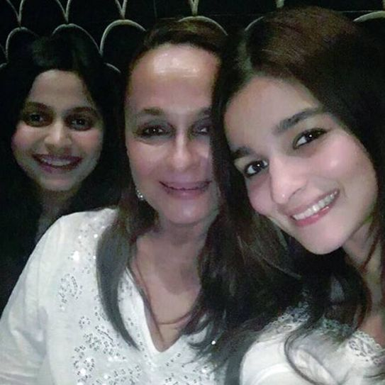 Alia Bhatt with mom and sister
