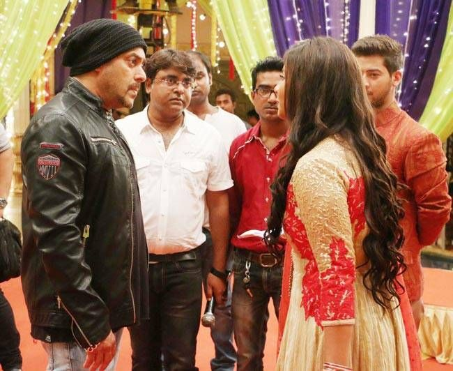 Salman interacts with Chakor aka Meera Deosthale on the sets of Udaan. He was there to promote his upcoming film Sultan. On June 18, while addressing media, the actor made the controversial--'I feel like a raped woman' remark.
