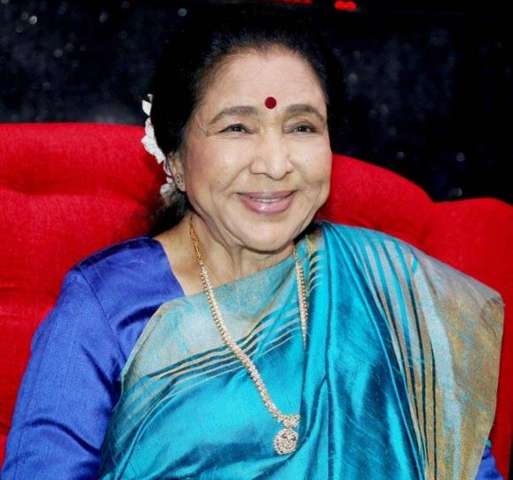 Asha Bhosle is all smiles as she graces the special episode of Sa Re Ga Ma Pa.