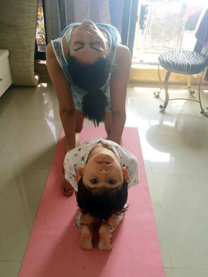 FIR and Dr Bhanumati on Duty actress Kavita Kaushik loves to share her knowledge of yoga with the young ones. Here, she is seen performing yoga with padosi ka bachcha.