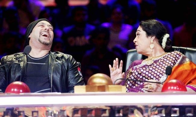 Salman shares a laugh with Kirron Kher on India's Got Talent.