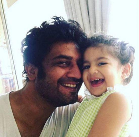 Sharad Kelkar of Kuch Toh Log Kahenge fame with his beautiful daughter Kesha.