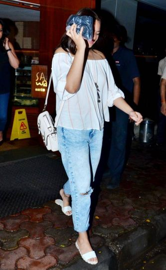 Sonakshi Sinha captured by the shutterbugs in Bandra