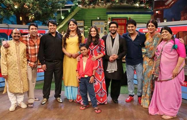 The cast of The Kapil Sharma Show poses with Arshad Warsi and Maria Goretti
