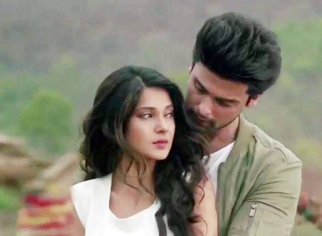 Beyhadh: A comeback venture for both Jennifer Winget and Kushal Tandon, the show will revolve around the former's obsessive love for the latter. Otherwise a straightforward and a practical girl, when it comes to love, Maya (Jennifer) goes Behyhadh (to the