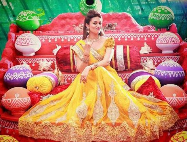 It all started with the bride's Haldi ceremony. The actress glittered in her yellow and gold outfit. We haven't seen such a happy and gorgeous bride in recent times.