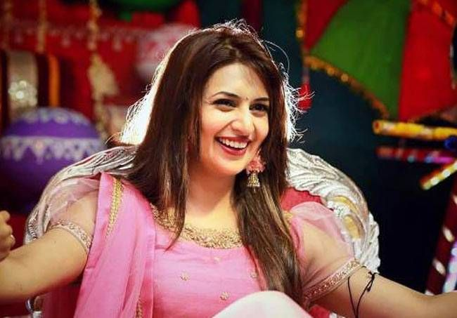Divyanka looked like a princess in this pink and golden dress.