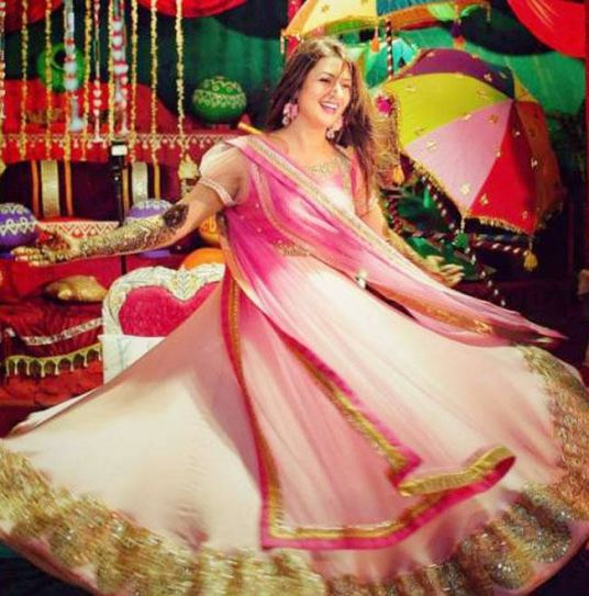 If we had to pick the best Mehendi pic from Divyanka's album, it would be this.