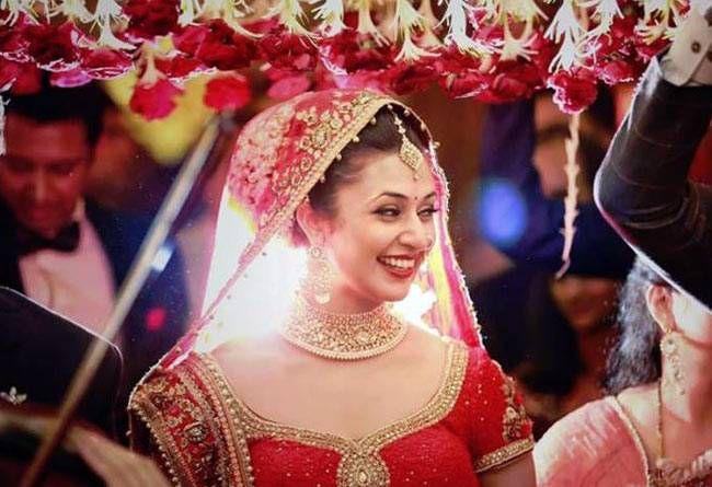 Divyanka Tripathi looks happy and excited before her Varmala.