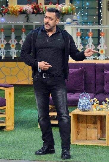 Sallu chose to sport an all-black look for Sultan promotions at TKSS.