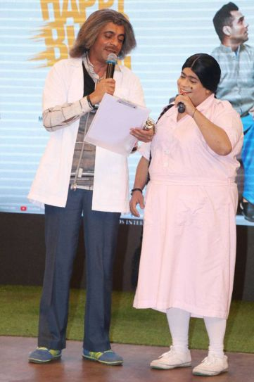 Is Dr Mashoor Gulati aka Sunil Grover writing a prescription or hosting the trailer launch?