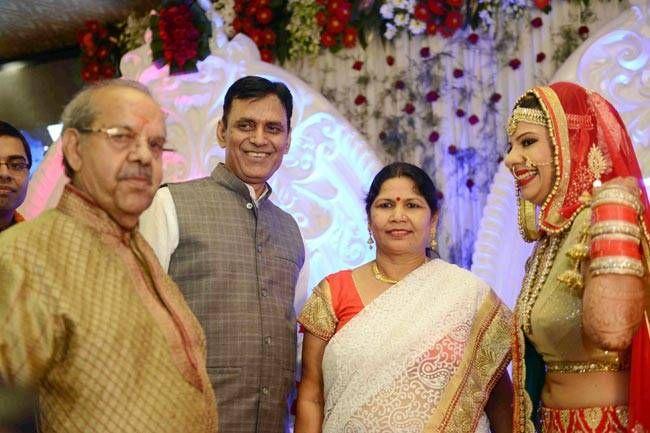Sambhavna Seth with Avinash's parents