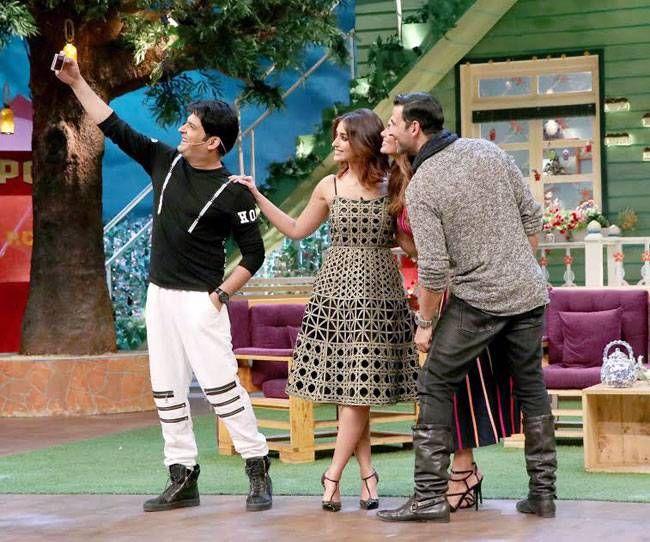 Kapil Sharma, Ileana D'Cruz, Esha Gupta, and Akshay Kumar
