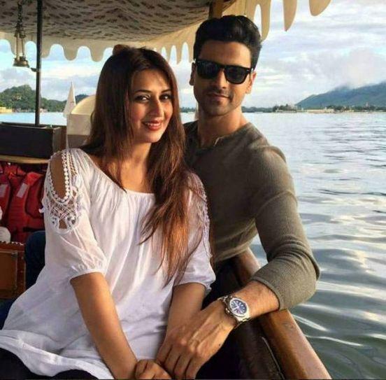 Divyanka and Vivek enjoy their shikara ride in Lake Pichola.