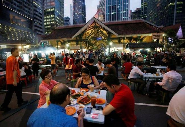 Lau Pa Sat is one of the biggest food centres in Singapore. All the food served here is $6 or less.
