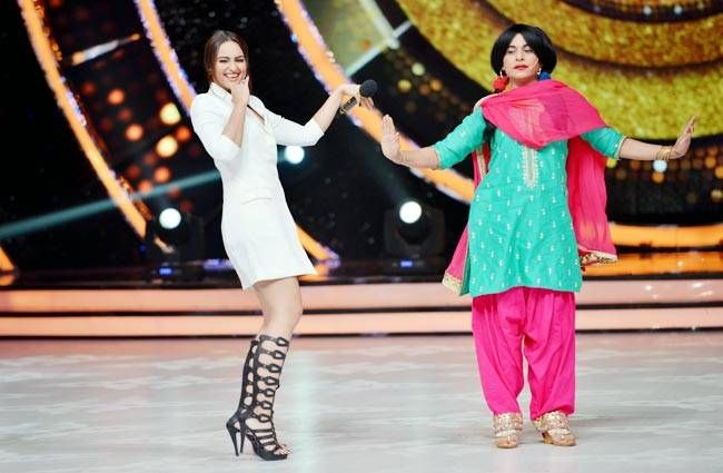 Sonakshi dances with Chutki.