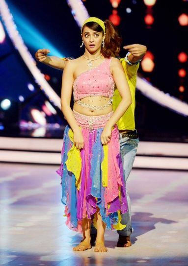 Surveen Chawla steps into Madhuri Dixit's shoes for her performance on Ek Do Teen.
