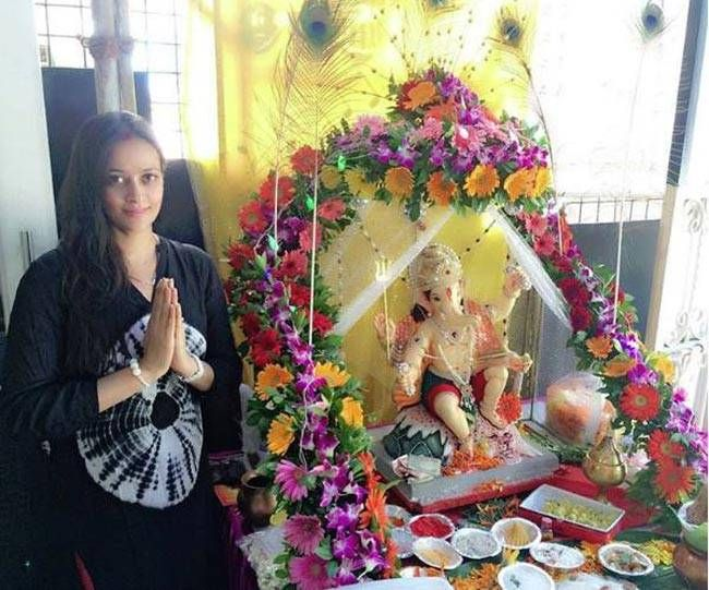 Newly married Jaswir Kaur is ready for the Ganesh puja.