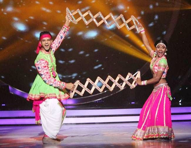 Shakti Arora will perform to the fusion of Bhangra and Garba.