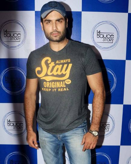 Telly hunk Vivian D'Sena poses for the shutterbugs.