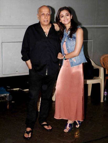 Father-daughter duo Alia and Mahesh pose for the shutterbugs.