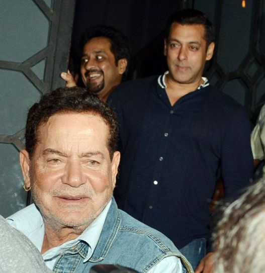 Salim Khan and Salman Khan at Aayush's birthday bash