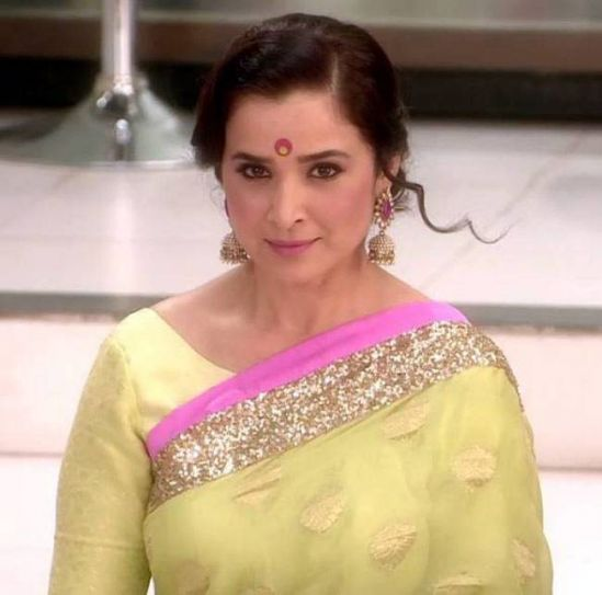 Ek Hasina Thi: The current generation would remember Simone, thanks to her negative role of Sakshi Goenka in Ek Hasina Thi that premiered in 2014. Another side of Simone came into forefront and it couldn't get better for her fans.