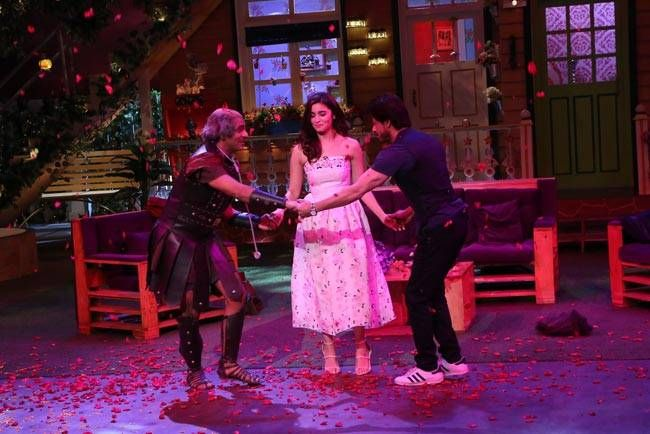 We can't wait for this special act of Sunil Grover, the biggest FAN of SRK.