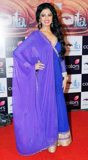 Roshni Sahota aka Surbhi of Shakti Astitva Ke Ehsaas Ki looks lovely in blue.